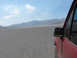 Fahrt über die schwarze Wüste