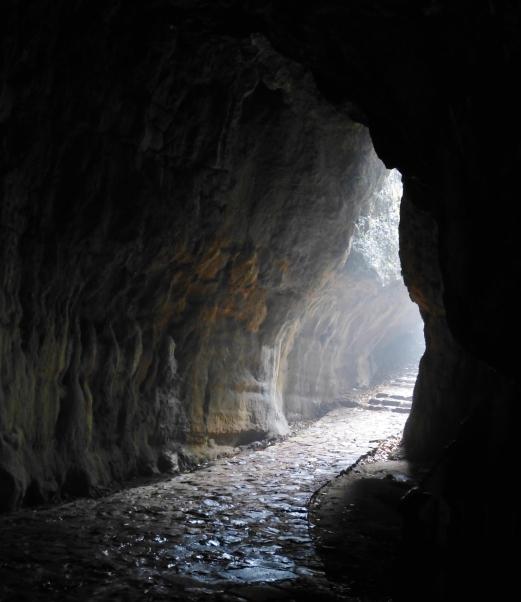Grotte im Lingyin Park