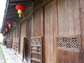 Traditionelle Holztüren