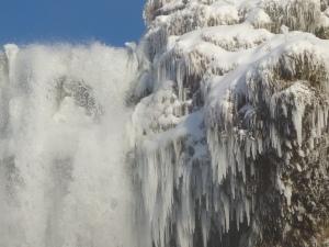 Eisgebilde am Seljalandsfoss
