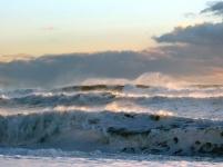 Tosende Wellen am Reynisfjara Strand