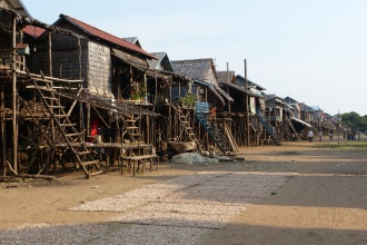 Floating Village bei Niedrigwasser