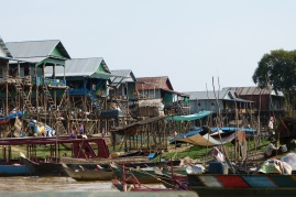 Floating Village bei Niedrigwasser