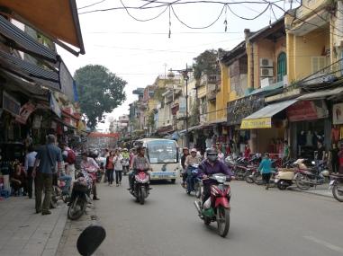Strassenchaos in Hanoi