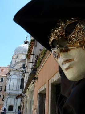 Beim Maskenbildner