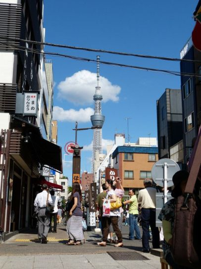 Straßenimpression mit Skytree