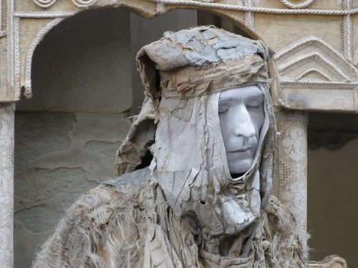Müde oder Statue?