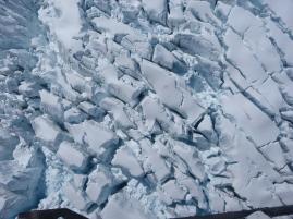 Riesige Gletscherspalten