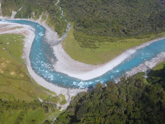 Flug über den Gletscherfluss