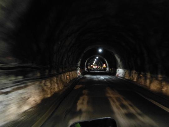 Fahrt durch den Homer Tunnel - sehr spooky