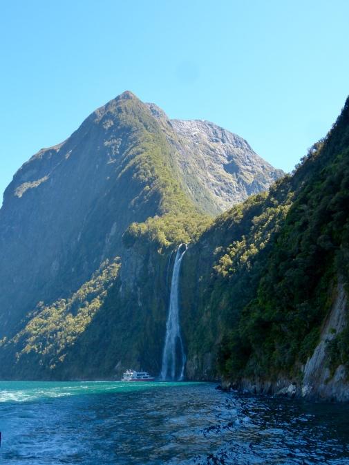 Ab unter den Wasserfall