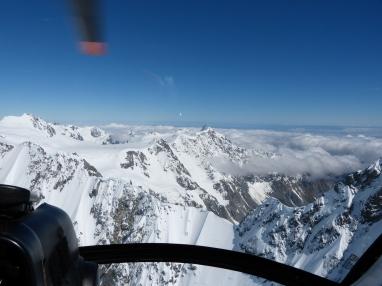 Im Anflug auf die Bergkette