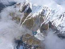 Ein halb verschütteter Gletschersee